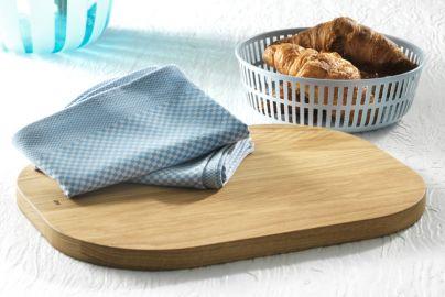 Hay brødkurv, skjærebrett og 2 håndklær