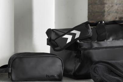 Hummel Tech Move sportsbag & toalettveske