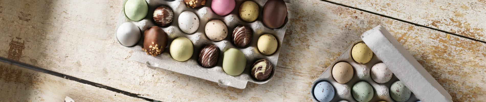 Flotte eggekorton med små sjokoladeegg
